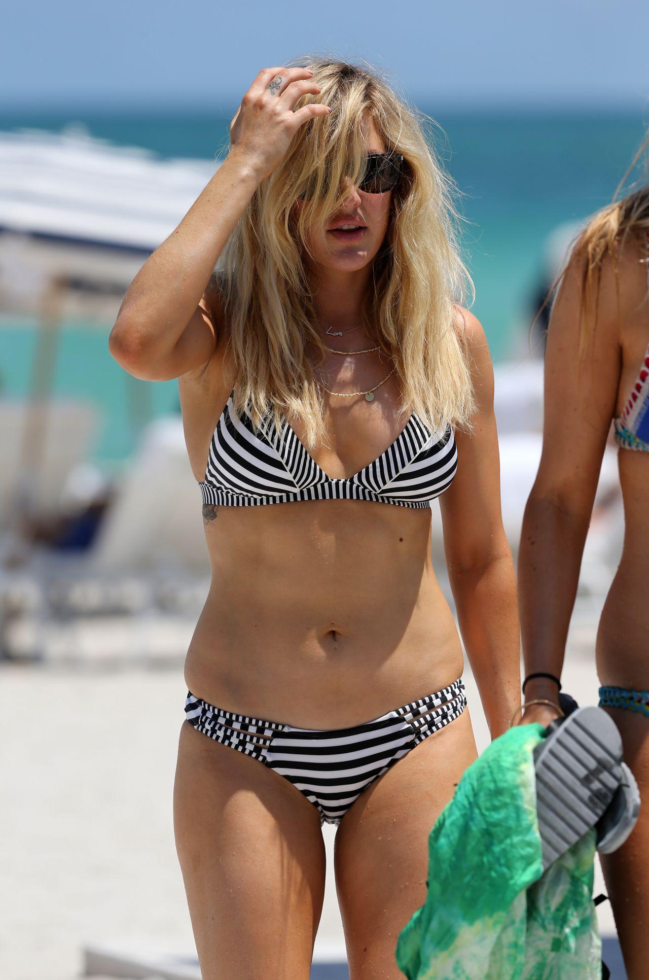 Ellie Goulding Bikini Photos Beach In Miami 4 28 2016