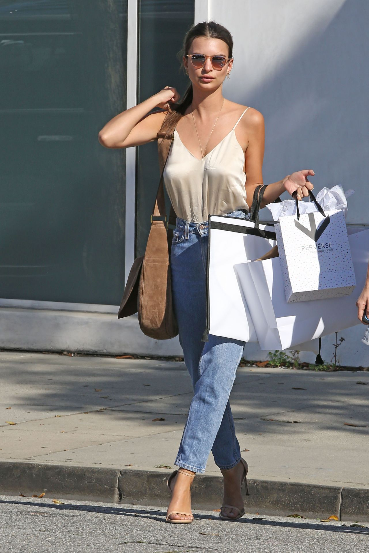 emily ratajkowski casual style shopping in beverly hills 4 12 2016. Black Bedroom Furniture Sets. Home Design Ideas