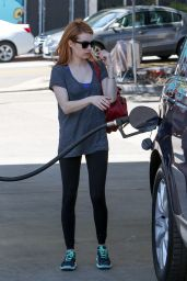Emma Roberts Hetting Gas in Los Angeles 04/01/2016