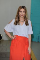 Ferne McCann - Outside the ITV This Morning Studios in London 4/19/2016