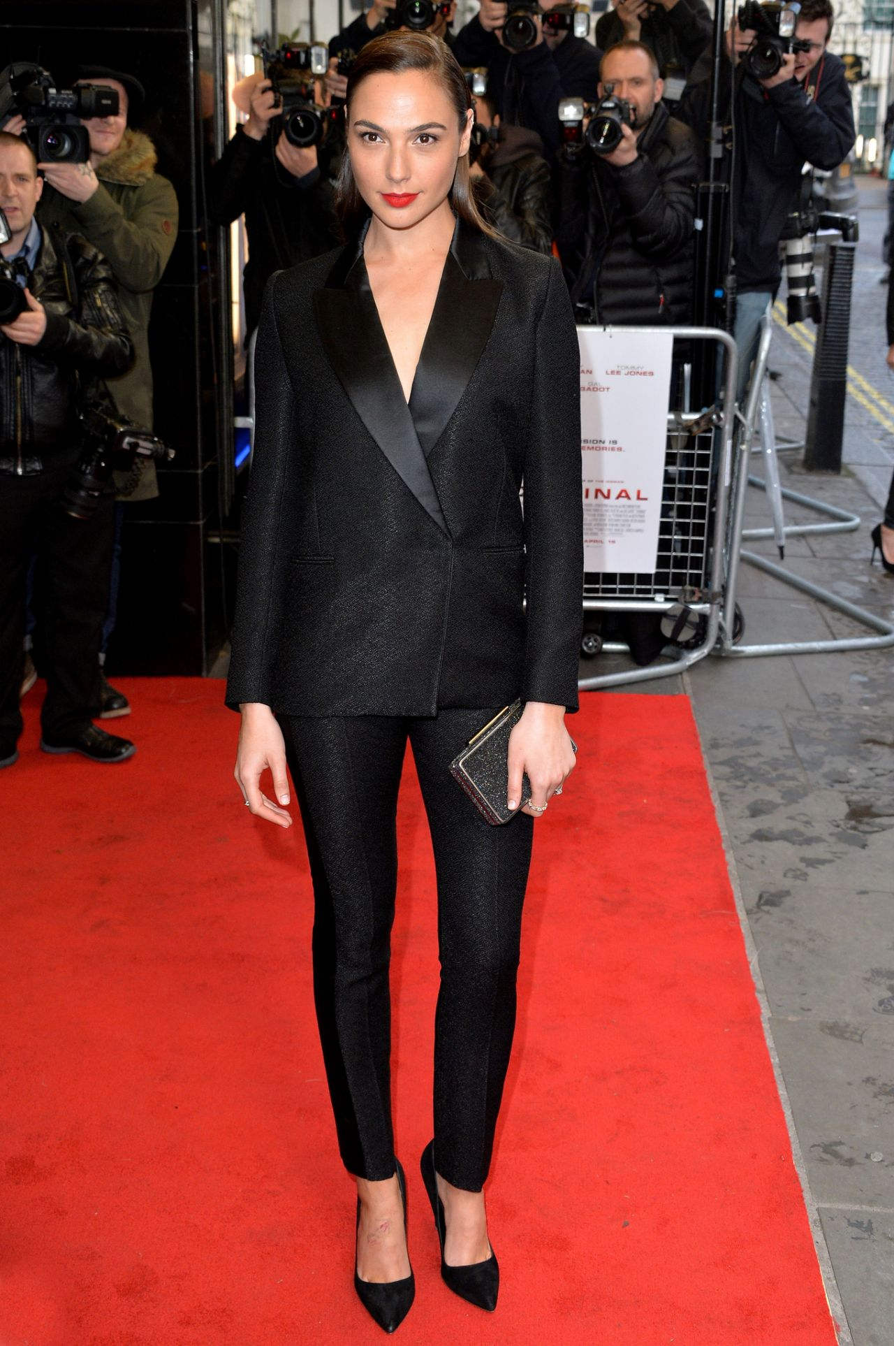 http://celebmafia.com/wp-content/uploads/2016/04/gal-gadot-criminal-premiere-in-london-uk-5.jpg