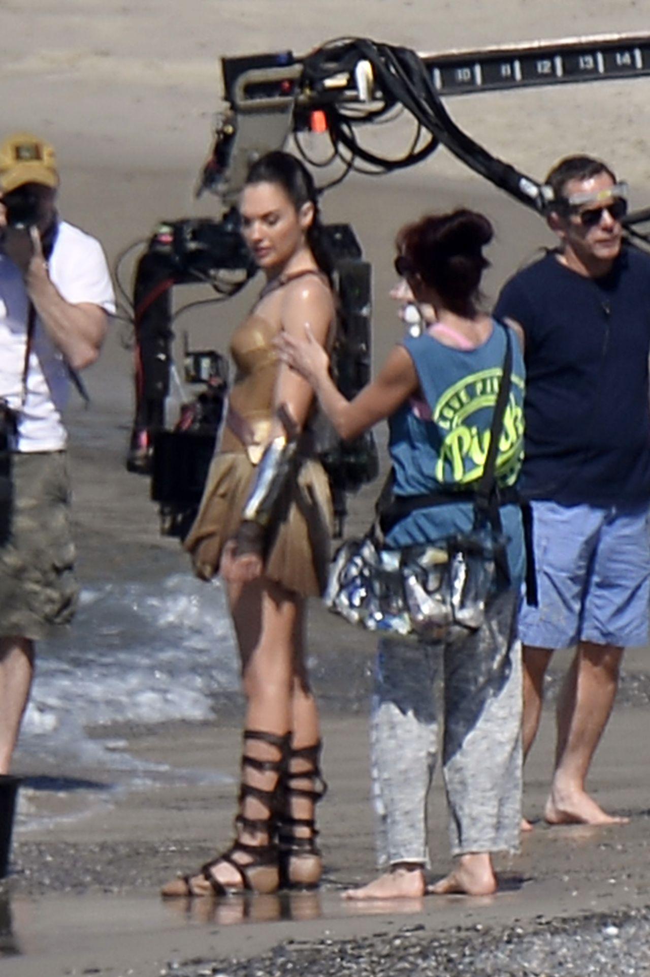 Isla fisher sexy scene on scandalplanetcom - 4 6