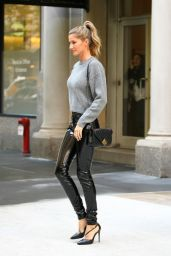 Gisele Bundchen Casual Chic Outfit -