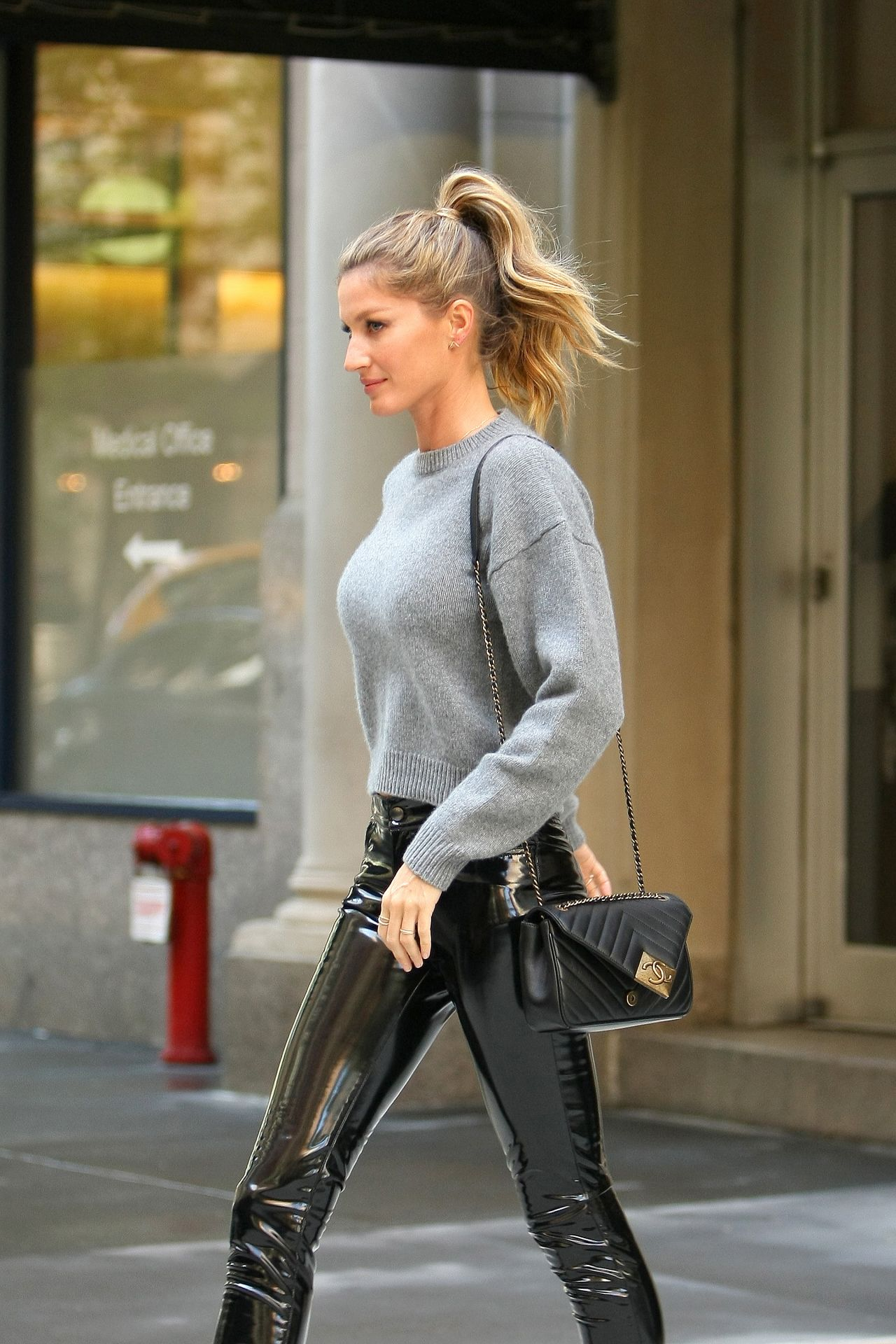 gisele bundchen casual chic outfit the tonight show in