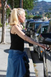 Gwen Stefani Street Style - Out in Burbank 4/16/2016