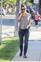 Jennifer Garner is Seen Taking a Stroll in Los Angeles 4/18/2016