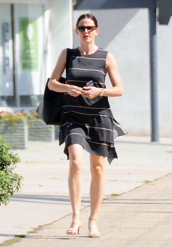 Jennifer Garner Style - Out in Los Angeles 4/10/2016