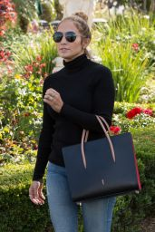 Jennifer Lopez - Out in Calabasas 4/25/2016