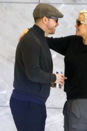 Jenny McCarthy And Donnie Wahlberg Kiss In NY Building 4/20/2016