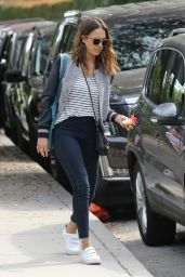 Jessica Alba Style and Fashion Inspirations - Coldwater Canyon Park in Beverly Hills 4/3/2016
