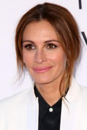 Julia Roberts – 'Mother's Day' World Premiere in Los Angeles