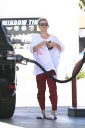 Kaley Cuoco Street Style - at a Gas Station in Los Angeles 4/4/2016