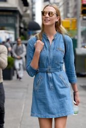 Karlie Kloss Style Inspiration - Out in New York City, April 2016