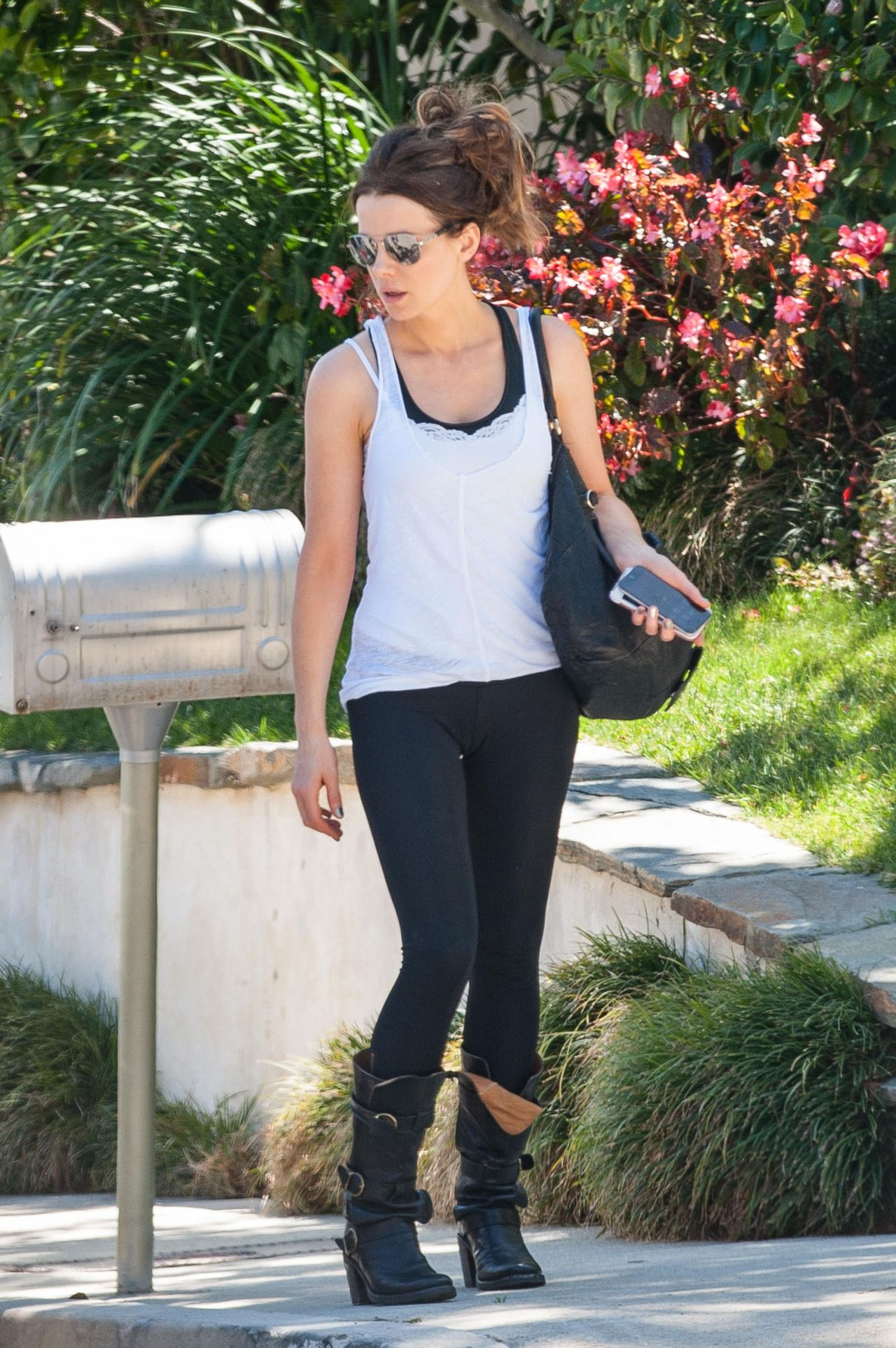 Kate Beckinsale Casual Style Outfit West Hollywood 4 20 2016
