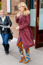 Kate Hudson Looks Marvelous in Maroon - Heading to the