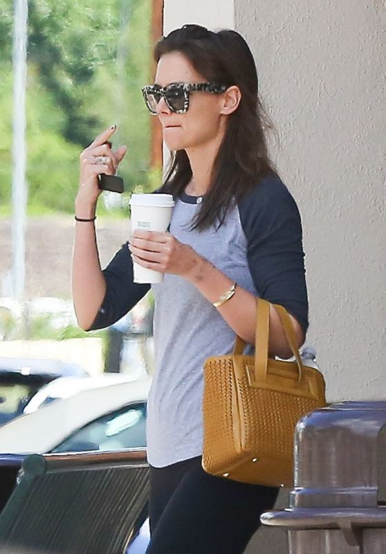 Katie Holmes - Trip to a Grocery Store Calabasas 4/10/2016