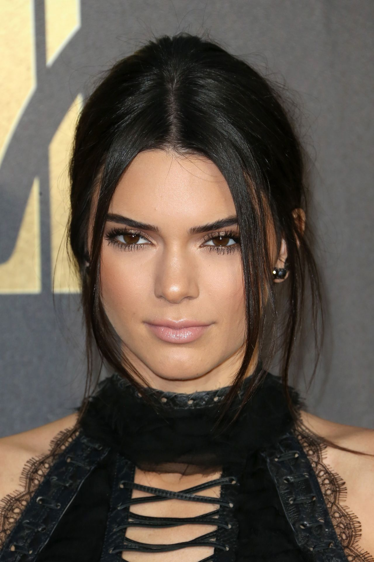 Kendall Jenner Caviar Kaspia Dinner After Pharmacy Stop: 2016 MTV Movie Awards In Burbank, CA