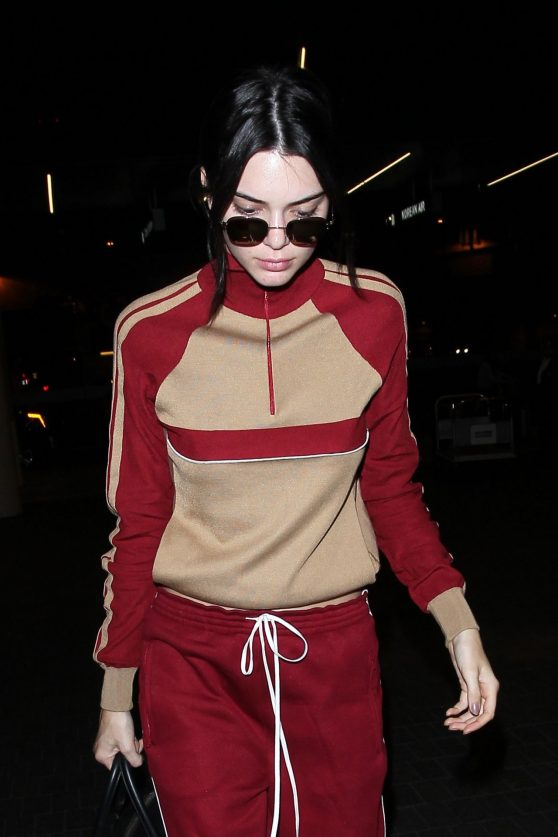 kendall-jenner-leaving-lax-aairport-after-a-fun-weekend-at-coachella-4-17-2016-1