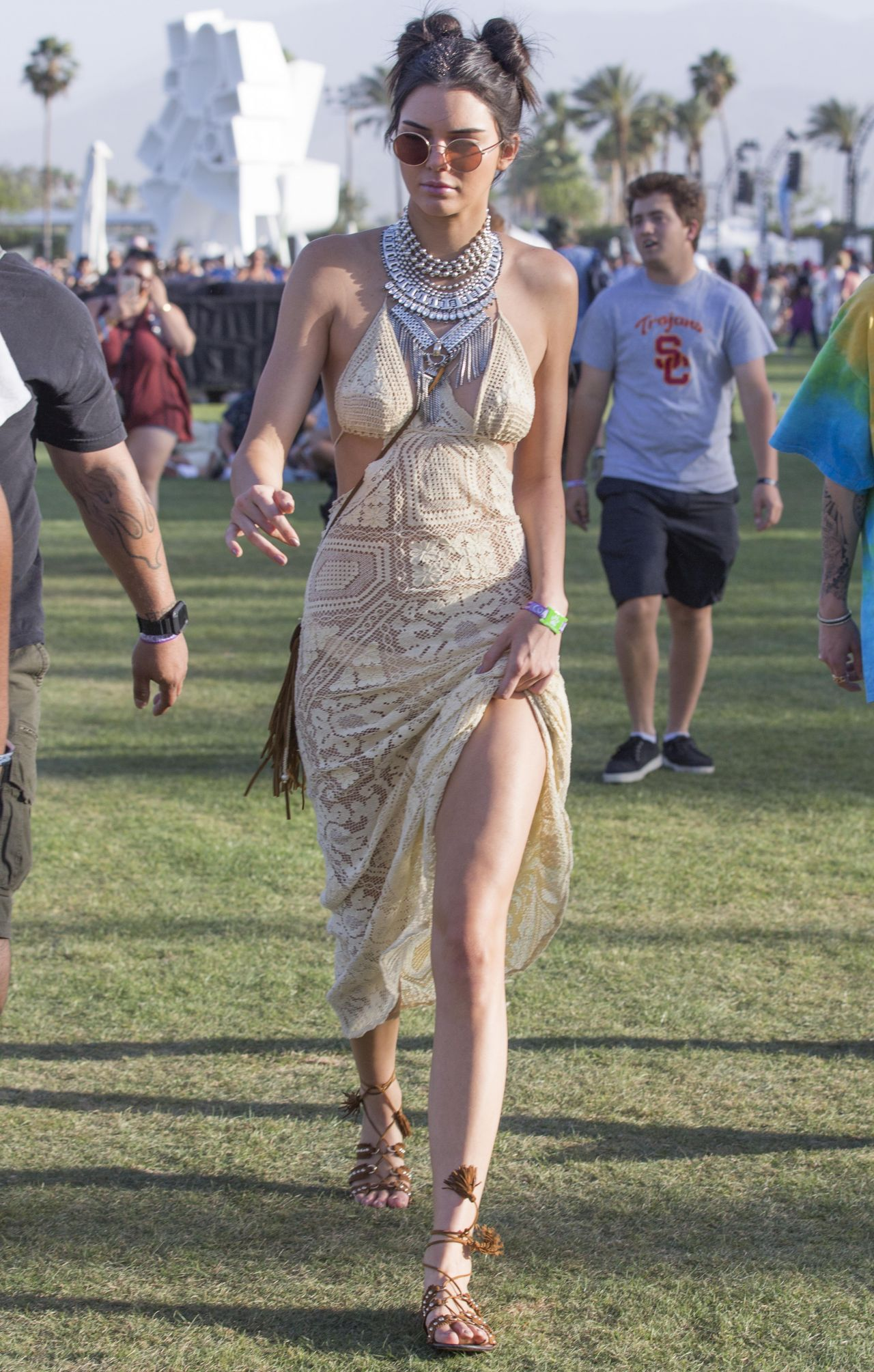 kendall jenner the coachella valley music and arts festival 4 15 2016. Black Bedroom Furniture Sets. Home Design Ideas