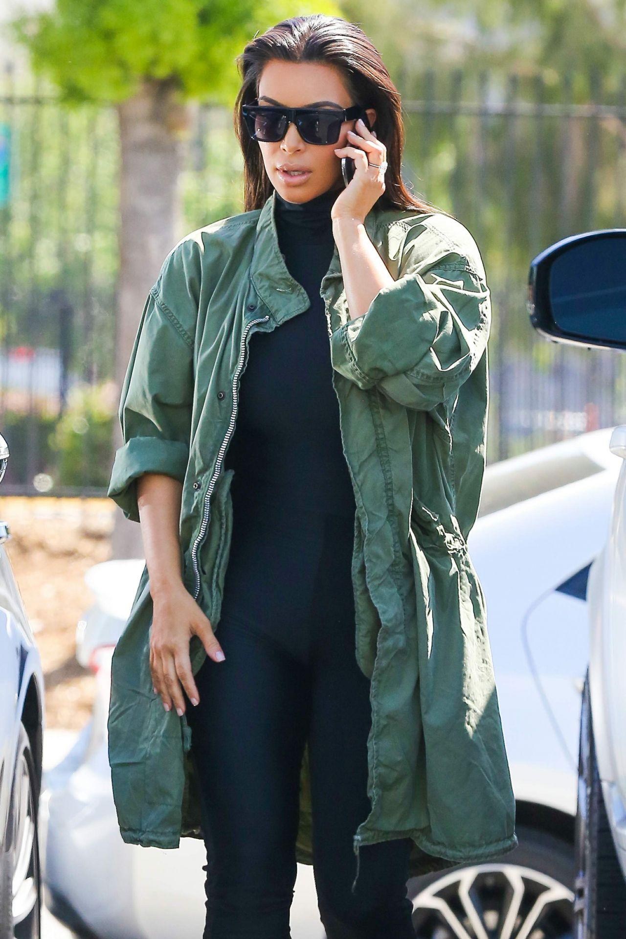 Kim Kardashian Street Style Out In Glendale 4 1 2016