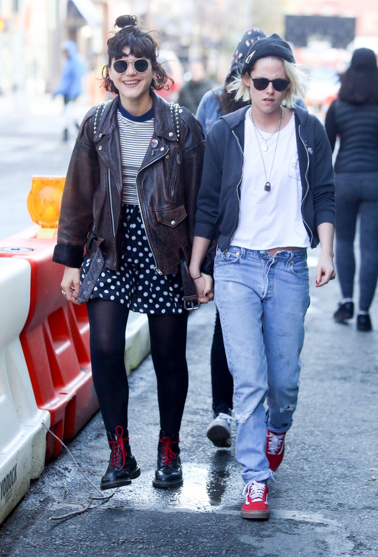 kristen stewart and girlfriend soko sokolinski holding hands