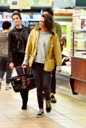 Kristen Stewart - Shopping at Gelson