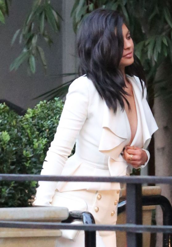 Kylie Jenner - Arriving at the Sunset Tower Hotel in Los Angeles, April 2016