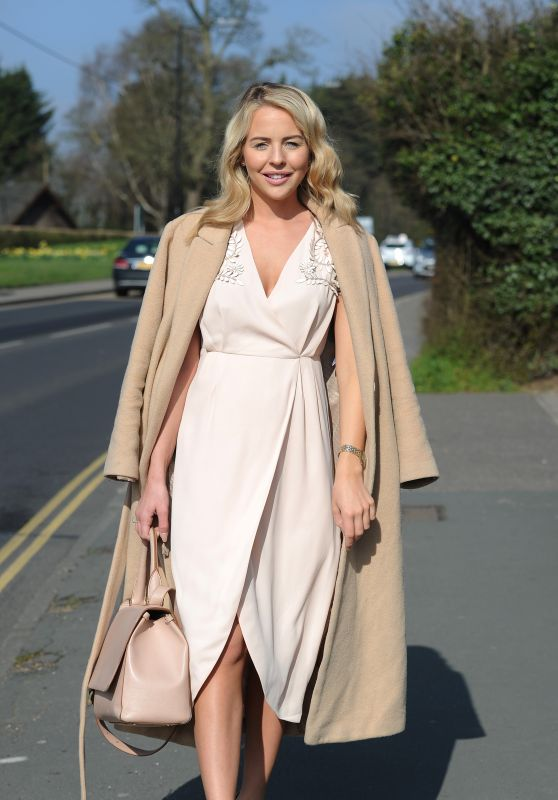 Lydia Bright - Heads to Danbury Village Hall to Film a Fashion Show 4/5/2016