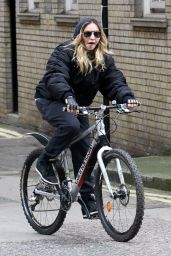Madonna - Casually Cycling Through the Streets of London 4/18/2016