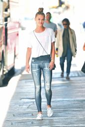 Nina Agdal in Jean Look Leggings - Out in Soho in New York 4/19/2016