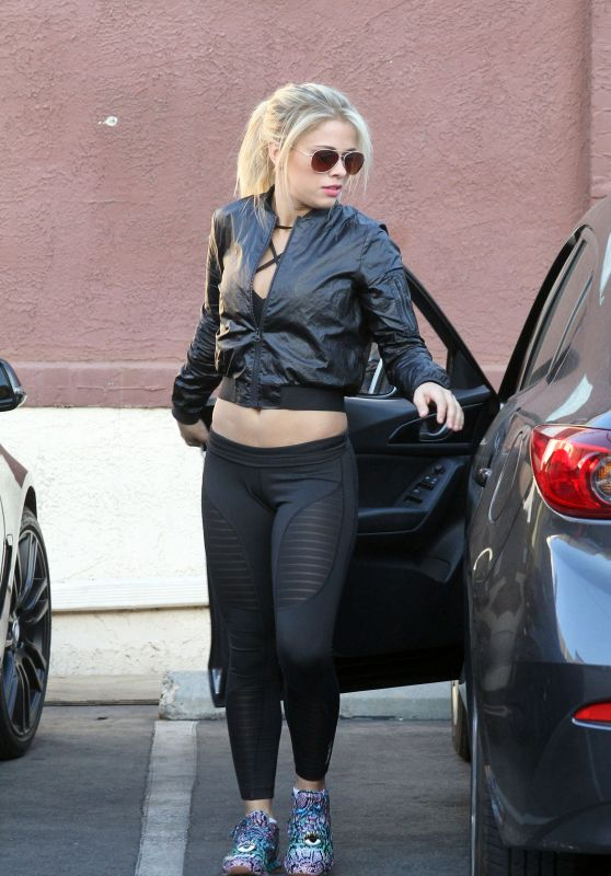 Paige VanZant - at Dancing With the Stars Practice in Hollywood 4/17/2016