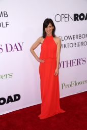 Perrey Reeves – 'Mother's Day' World Premiere in Los Angeles