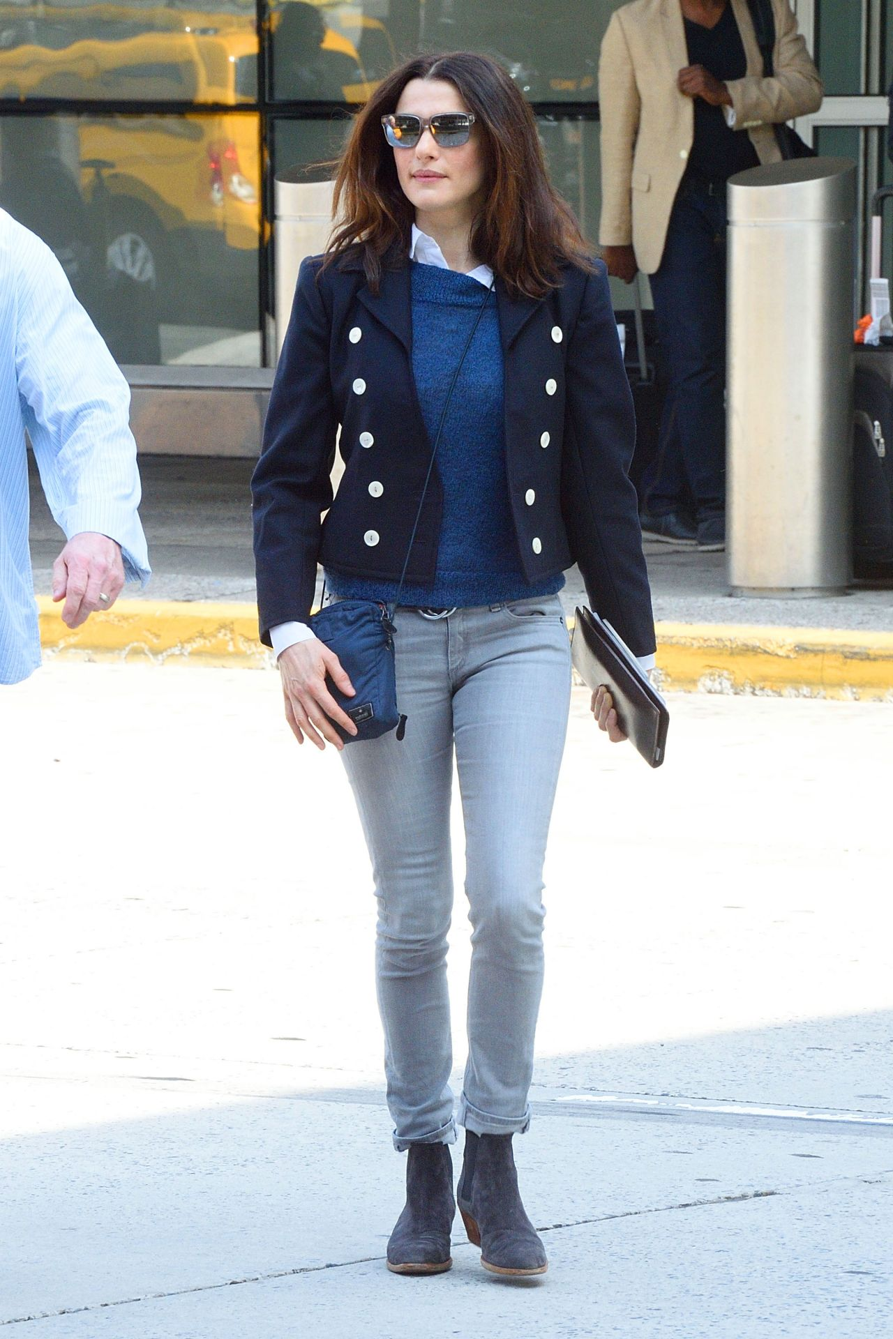 rachel weisz travel outfit at jfk airport in new york
