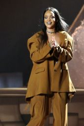 Rihanna Performing at Rogers Arena in Vancouver, April 2016