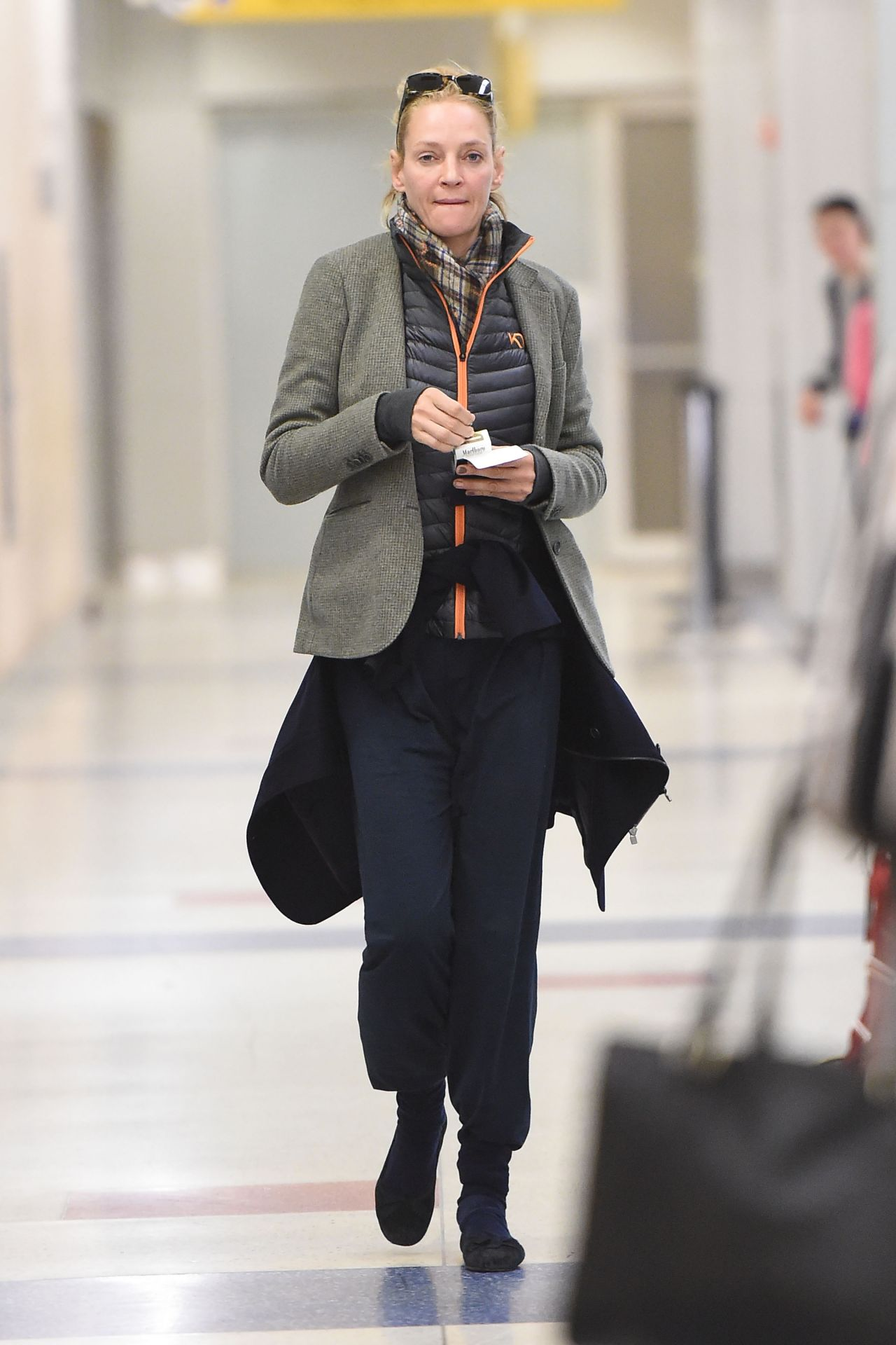 Uma Thurman At Jfk Airport In New York 4 28 2016