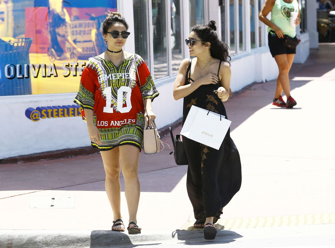 Vanessa and Stella Hudgens Street Style - Shopping in ...