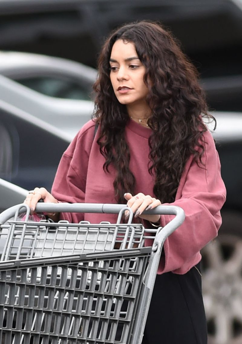 Vanessa Hudgens Street Style Shopping In Los Angeles 4 10 2016