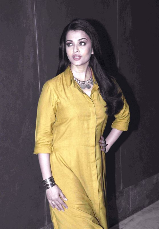Aishwarya Rai Bachchan at Filmmaker Vasu Bhagnani Office in Mumbai, India, May 2016