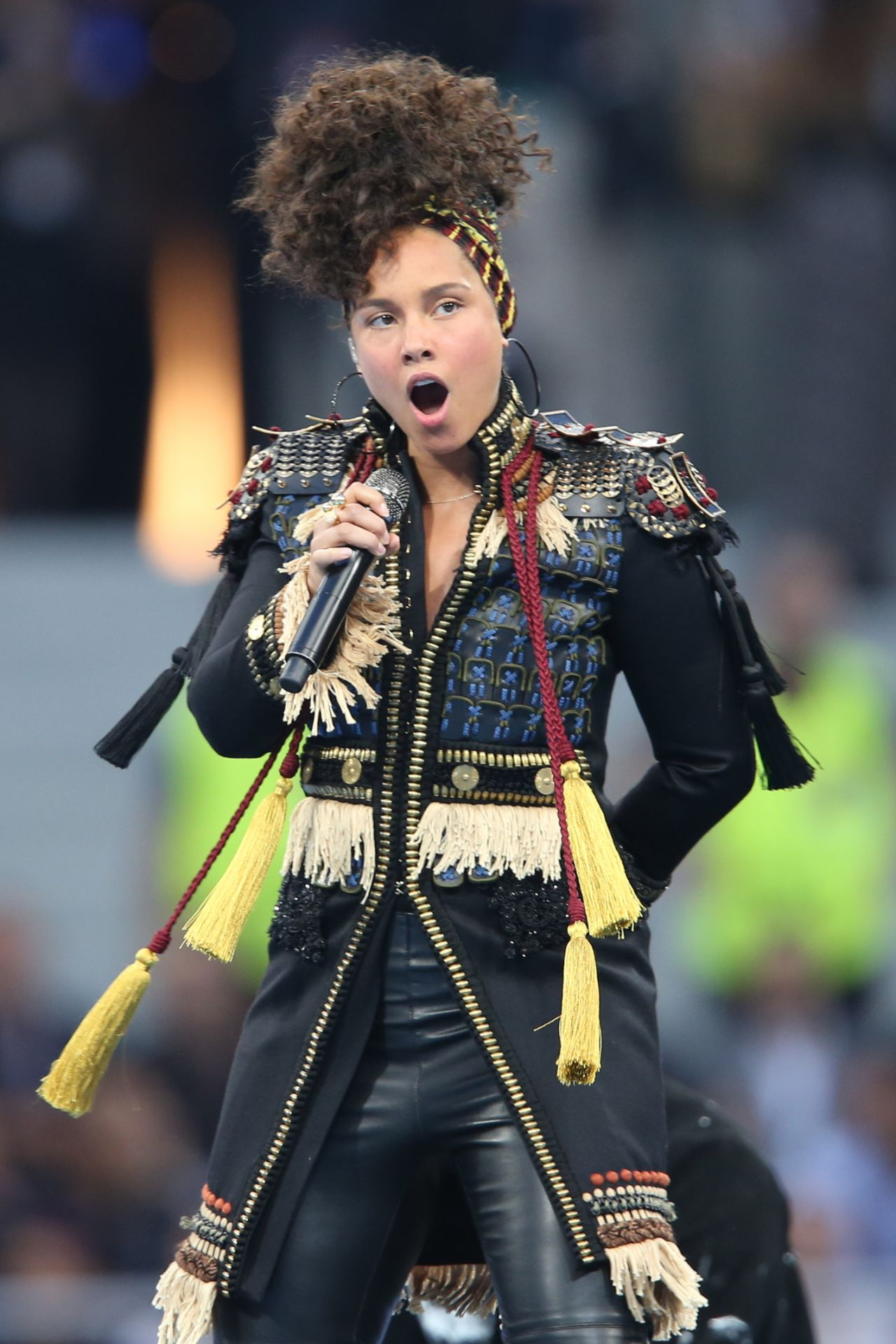 Alicia Keys Gives a Co... Alicia Keys