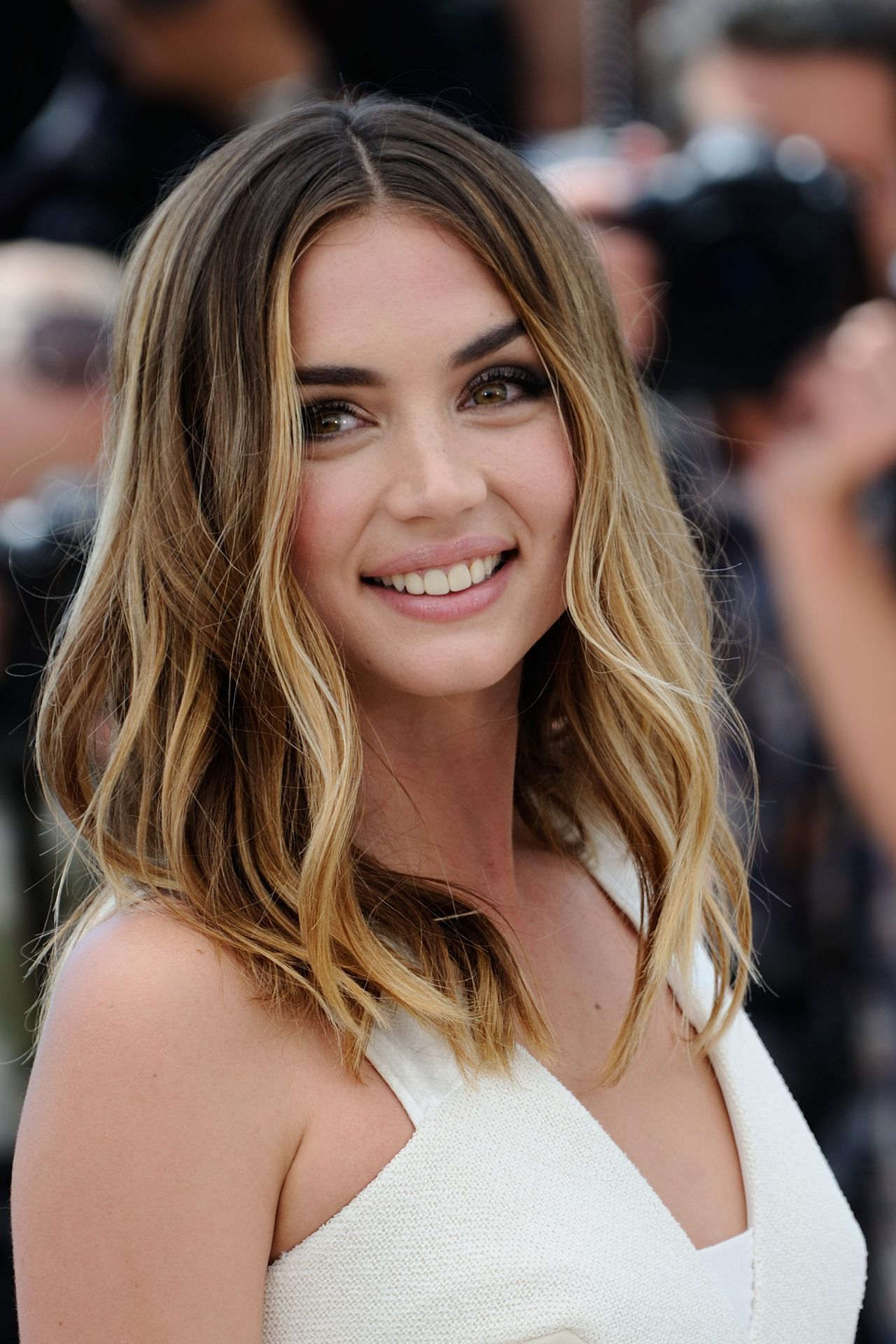 Ana de armas hands of stone 2016 - 2 part 3