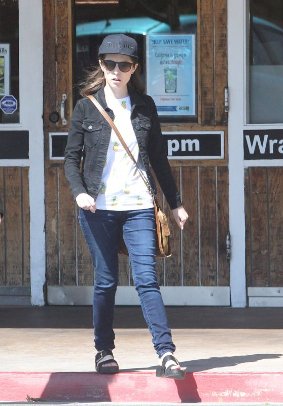Anna Kendrick at a FedEx Office Store in Sherman Oaks, CA 4/29/2016