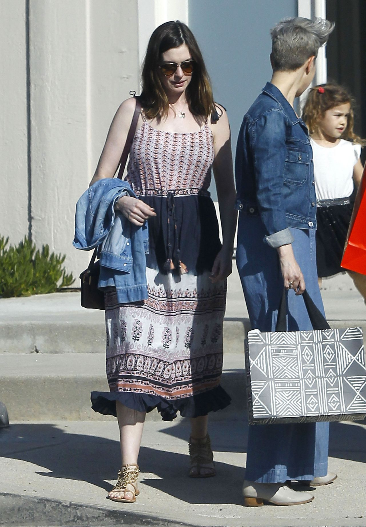 anne hathaway casual style - photo #25