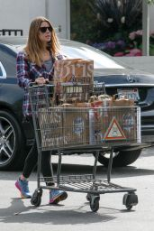 Ashley Greene Does the Heavy Lifting Loading Her Car With Groceries - Bristol Farms Beverly Hills 5/5/2016