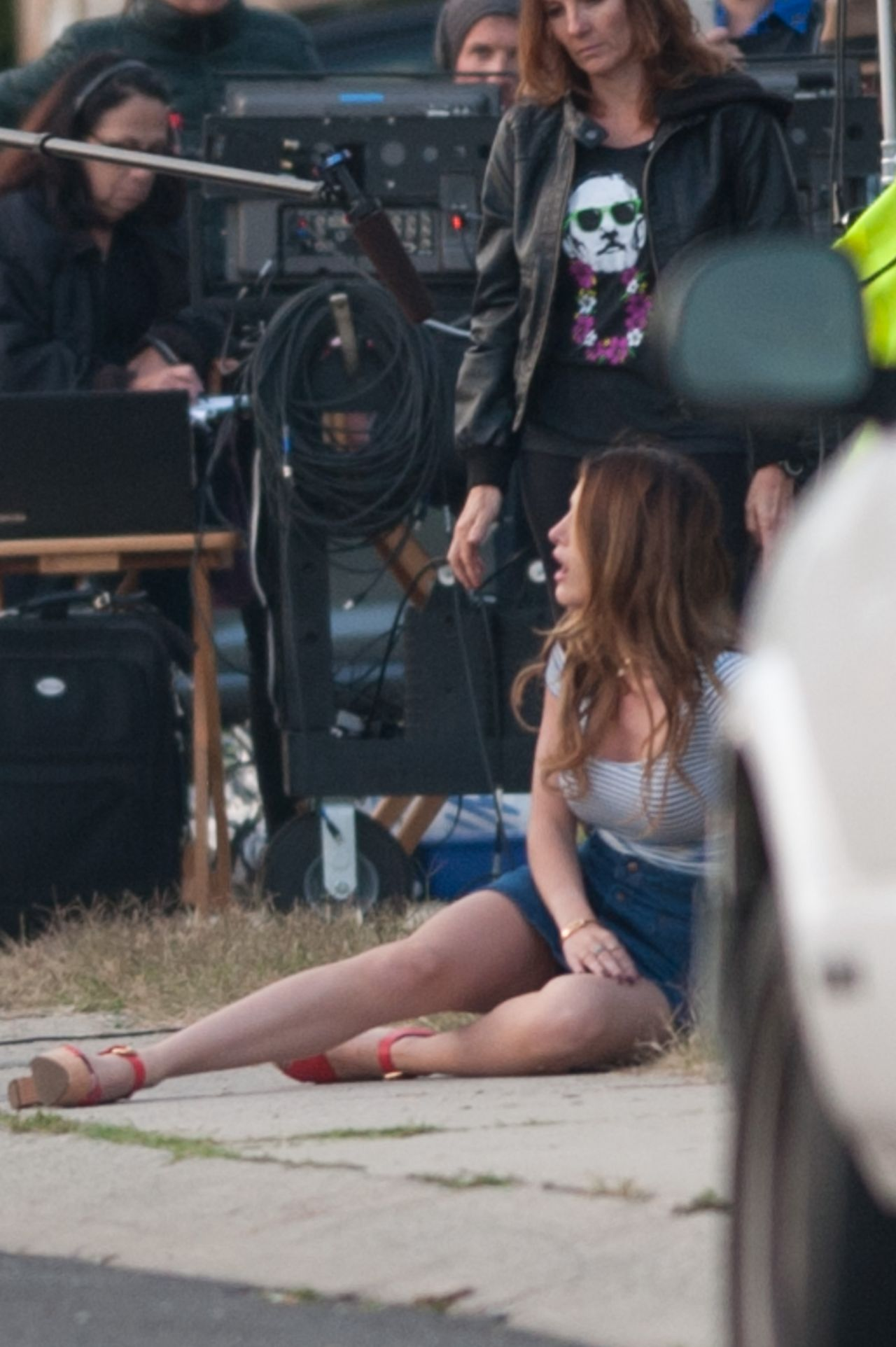 Bella Thorne In Mini Skirt On The Set Of You Get Me In