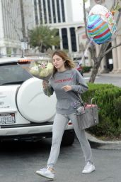 Bella Thorne Street Style -