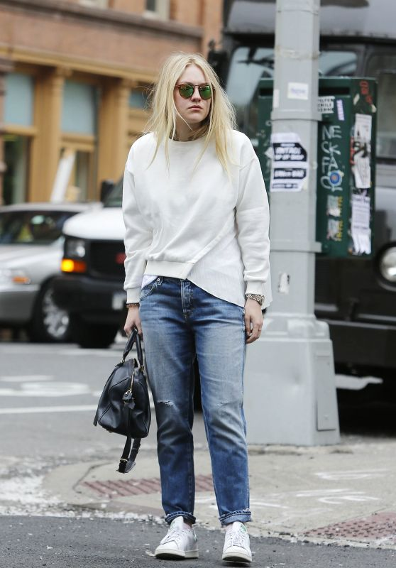 Dakota Fanning Street Style - Out in SoHo, New York City 5/5/2016