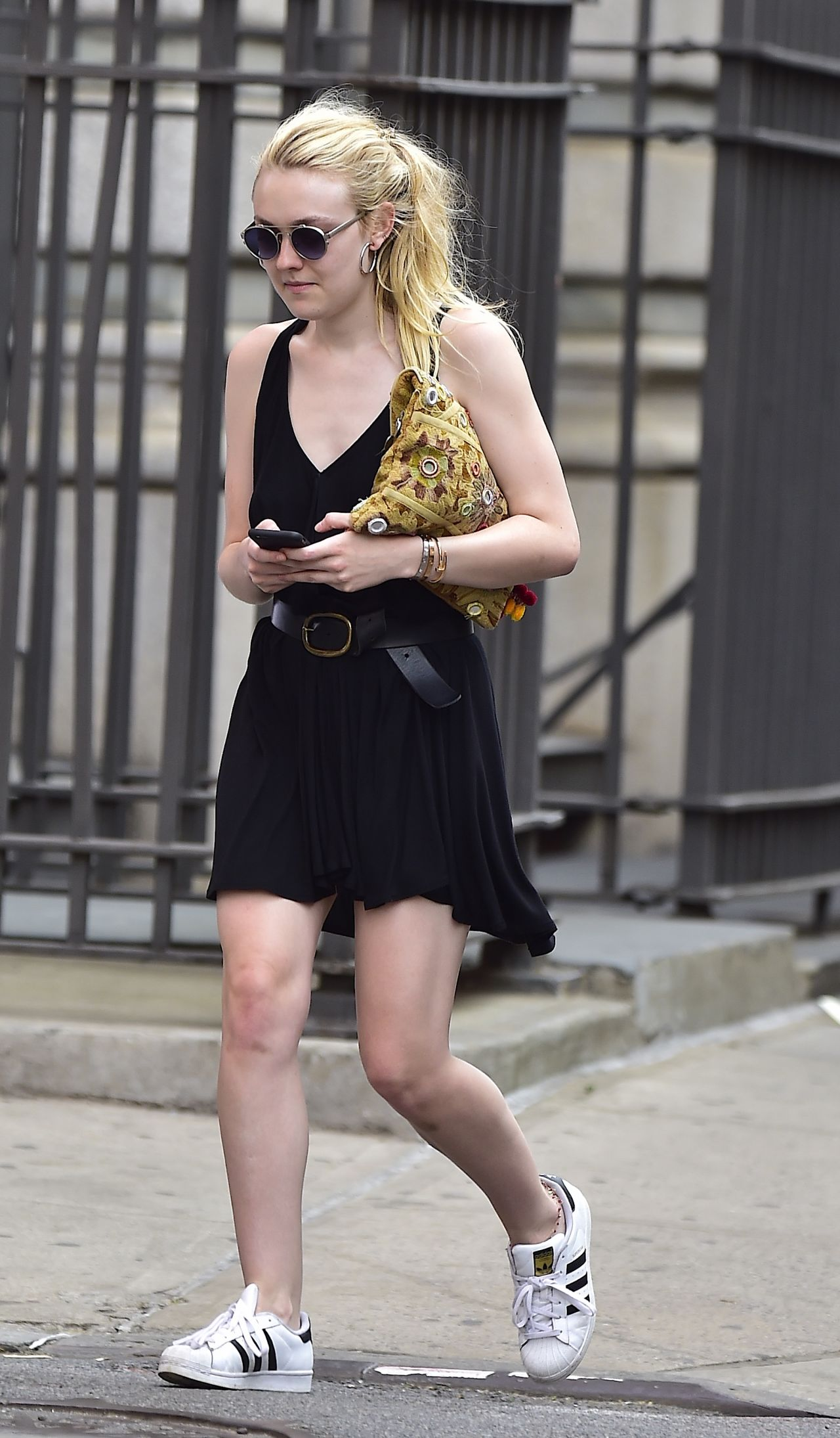 Black dress in summer - Black Dress In Summer Dakota Fanning Summer Style In Short Black Dress In Soho Nyc