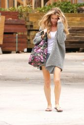 Denise Richards Street Style - Shopping in Malibu 5/15/2016