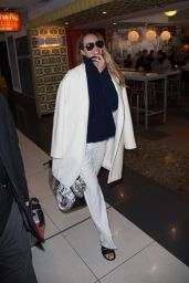 Elle MacPherson Travel Outfit - at Melbourne Airport, May 2016