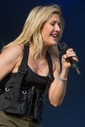 Ellie Goulding Performing at Radio 1